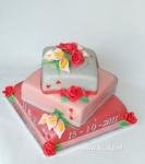 bruidstaart rode rozen en roze calla's.jpg